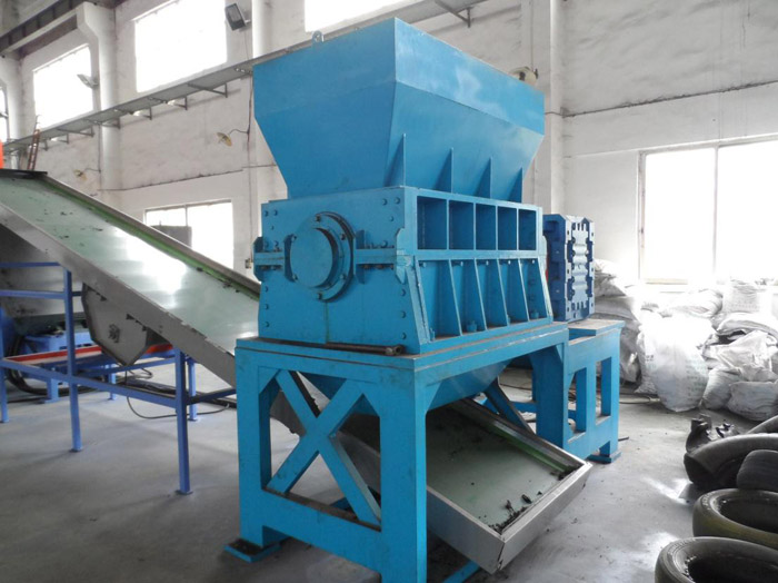 Single axis tire crusher
